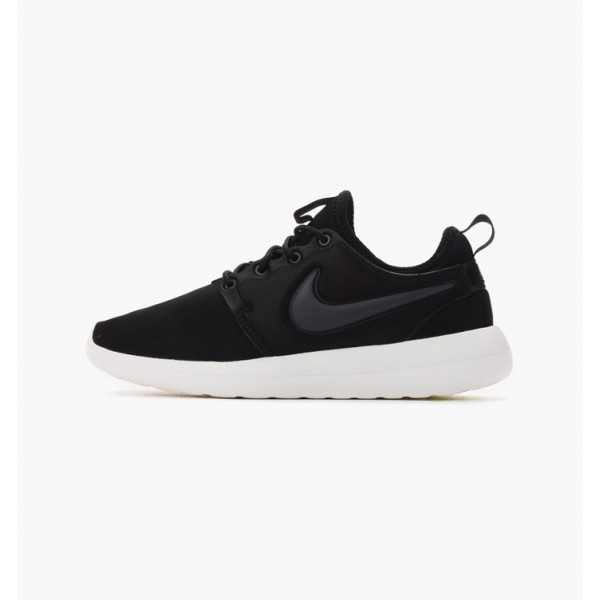 Nike Women Roshe Two Black White Shoes 844931-002