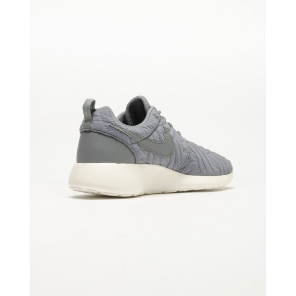 Nike Women Roshe One Grey White Shoes 833928-005